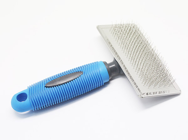 Large slicker brush
