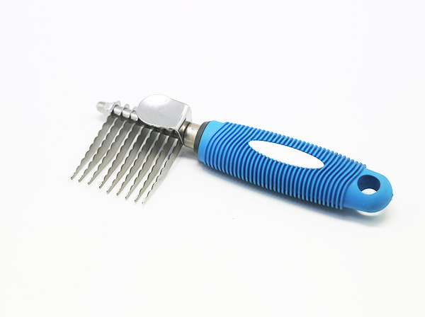 Pet shedding comb